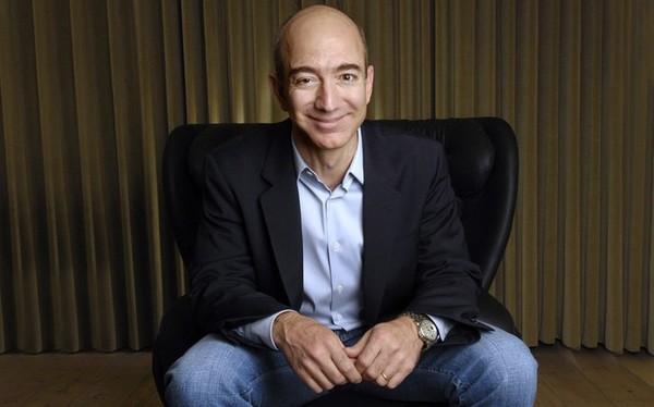 Vì sao những năm 1990, Jeff Bezos cố tình khiến khách hàng 'điên đầu' để tìm ra số hotline chăm sóc khách hàng của Amazon?
