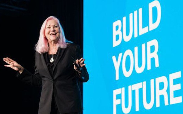 Ngoài 40 tuổi khởi nghiệp, nữ doanh nhân 'tóc hồng' lập nên công ty hàng tỷ đô và trở thành một trong những triệu phú tự thân giàu nhất nước Mỹ