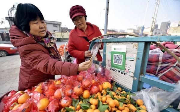 Xu hướng tại Trung Quốc: Chỉ chấp nhận thanh toán qua smartphone và QR code, từ người bán hàng rong đến siêu thị đều từ chối tiền mặt!