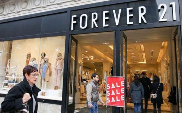 """Đại gia Forever 21 phá sản, thời trang """"ăn liền"""" lo sốt vó"""