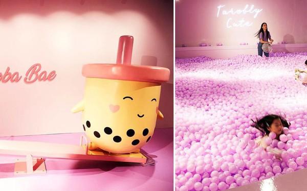 Bảo tàng trà sữa đầu tiên trên thế giới: Ngập tràn màu hồng và tím, 'lọt hố' trân châu khổng lồ hơn 100.000 viên và nhiều trải nghiệm thú vị khác