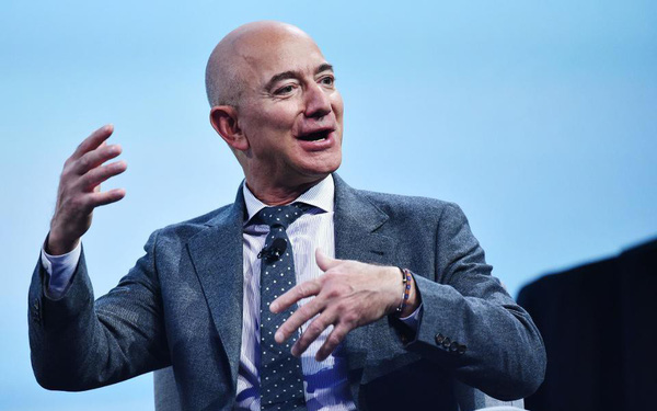 Sau một đêm, ông chủ Amazon quay trở lại ngôi vị người giàu nhất hành tinh