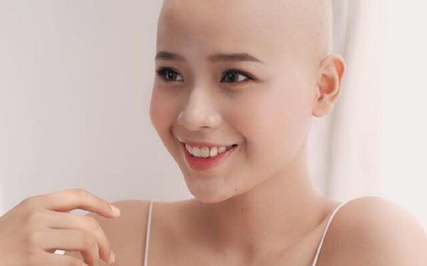 19 tuổi mắc ung thư, nữ sinh viên Ngoại thương cảnh tỉnh: Bệnh tật không chừa một ai, từ già đến trẻ. Mọi người hãy ngủ sớm và ăn uống lành mạnh hơn!