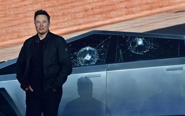 """Elon Musk """"giận tím người"""" trong ngày ra mắt Cybertruck: Vừa khoe kính xe có khả năng chống đạn và lực đã bị trưởng nhóm thiết kế làm vỡ ngay trên sân khấu"""