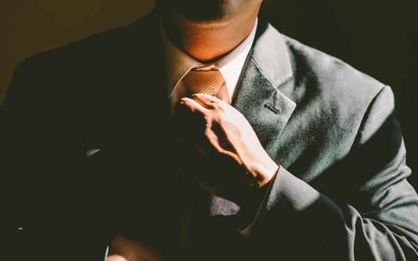 Trầm ổn, thứ vũ khí lợi hại nhất của người đàn ông thành công: Phải cười mà thắng, chứ không phải khóc mà thua