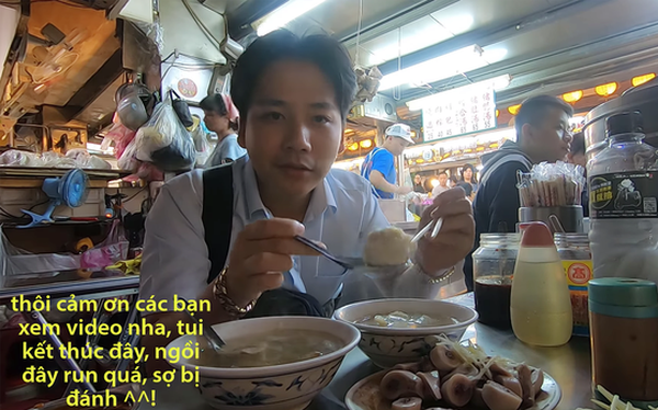 """Cố tình chui vào một góc tối thui ở chợ Đài Loan để ăn, Khoa Pug vẫn xanh mặt vì đụng độ anti-fan: """"Ngồi đây run quá, sợ bị đánh!"""""""