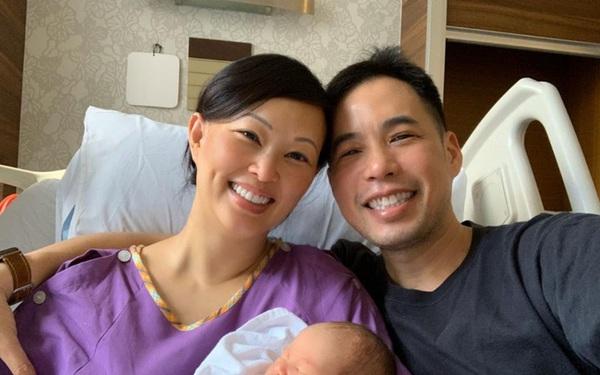 """Shark Linh chiêm nghiệm thiên chức làm mẹ, dân tình nhận ra nữ """"cá mập"""" thoải mái làm điều này với con gái thứ hai khác hẳn bé đầu tiên"""