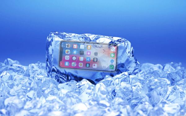 """Vì sao cứ mùa đông là pin điện thoại lao dốc ầm ầm? Đừng đổ lỗi, tất cả là """"ý trời"""" hết rồi"""