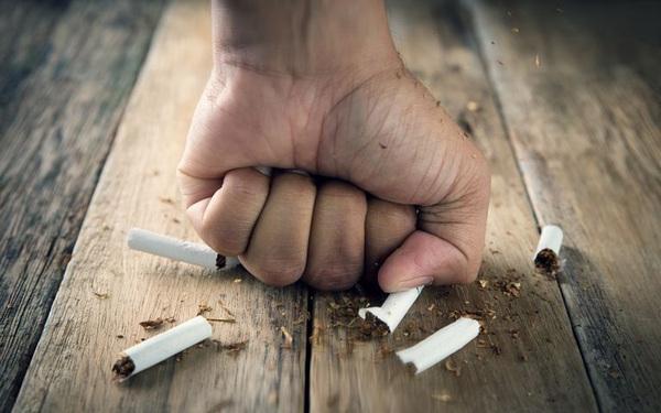 Cứ 2 người hút thuốc lá lại có 1 người chết, bỏ ngay để hưởng những lợi ích  này