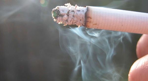 Trời rét, người hay hút thuốc lá cẩn thận nhầm lẫn cảm lạnh và đột quỵ