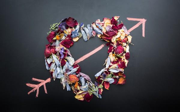 """Valentine đừng khóc: """"Là một gái xấu truyền kỳ, tôi đi qua đủ mấy chục năm lễ tình nhân mà chưa từng nhận được một bông hoa hồng, hay một cái kẹo socola cắn dở nào..."""""""