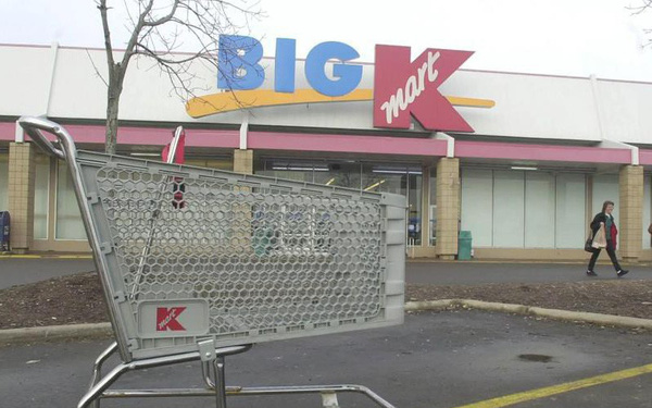 """Bài học """"thay đổi hay là chết"""" của Kmart: Từ vị thế ông hoàng siêu thị ở Hoa Kỳ đến kết cục đen tối dưới đế giày các đối thủ"""