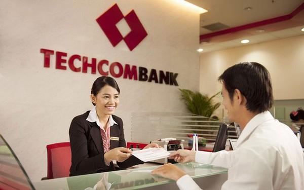 Đem về lợi nhuận bình quân nhiều gấp 3 lần, nhưng thu nhập nhân viên Techcombank lại không bằng BIDV