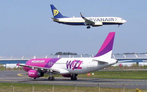 """Tại sao các hãng hàng không giá rẻ châu Âu lại có thể bán nhiều vé """"0 đồng"""" đến vậy?"""