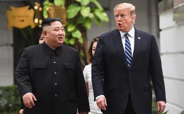 [Video] Chủ tịch Triều Tiên Kim Jong-un và Tổng thống Mỹ Donald Trump cùng đi bộ ở Metropole