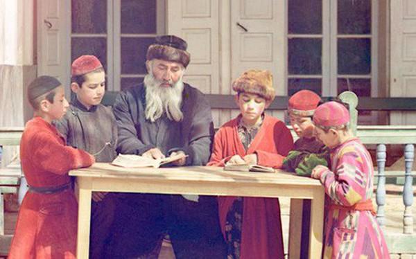 Cách dạy con làm giàu của người Do Thái, tu nghiệp sinh Israel tâm sự: Con ông chủ cũng phải đi trồng ớt dù nắng 42 độ, trẻ 7 tuổi đã tập bán hàng để biết quý trọng đồng tiền