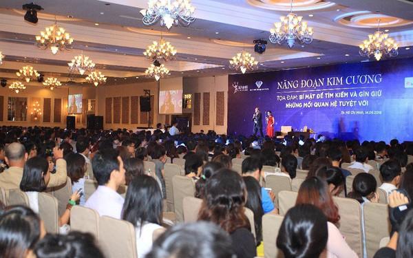 Nhà sáng lập Năng Đoạn Kim Cương Michael Roach đến Việt Nam chia sẻ về mối quan hệ trong kinh doanh.
