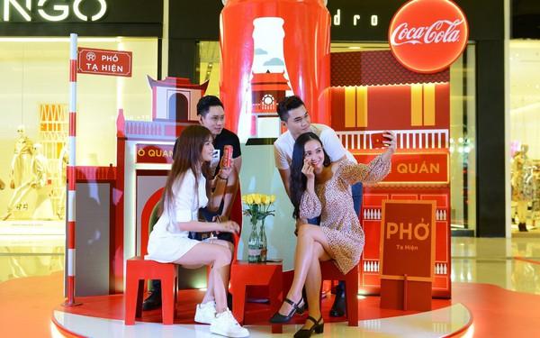 """""""Check-in"""" xuyên Việt chỉ trong một ngày, giới trẻ mê mẩn bộ lon Coca-Cola đặc biệt!"""