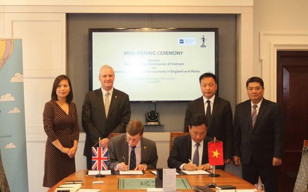 ICAEW và Ủy ban Chứng khoán Nhà nước ký kết Thỏa thuận hợp tác