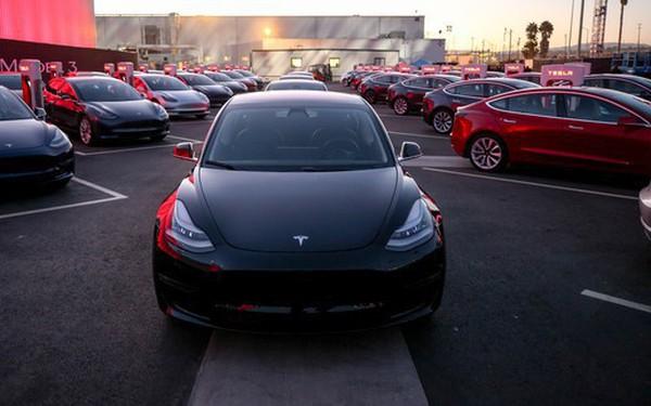 Cuối cùng thì Tesla cũng bắt đầu bán ra chiếc Model 3 có giá rẻ nhất mà tất cả đều mong đợi