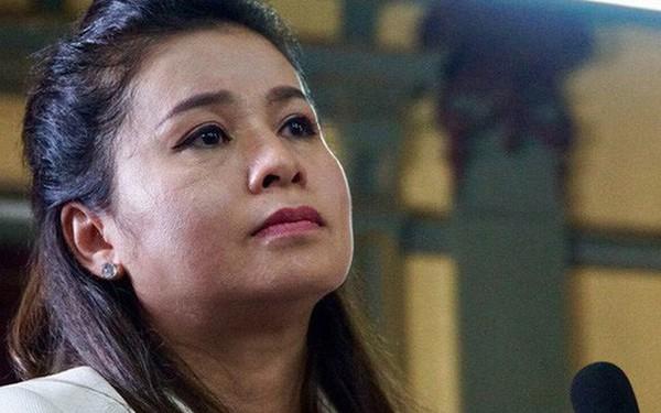 """Bà Lê Hoàng Diệp Thảo nói """"Bản án quá bất công với mẹ con chúng tôi"""", lập tức ra về sau phán quyết của tòa"""
