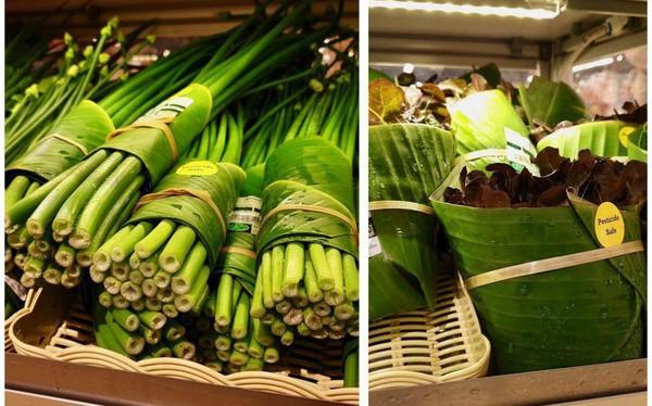 Chuyện lạ: Siêu thị Thái Lan dùng lá chuối thay nilong bọc sản phẩm