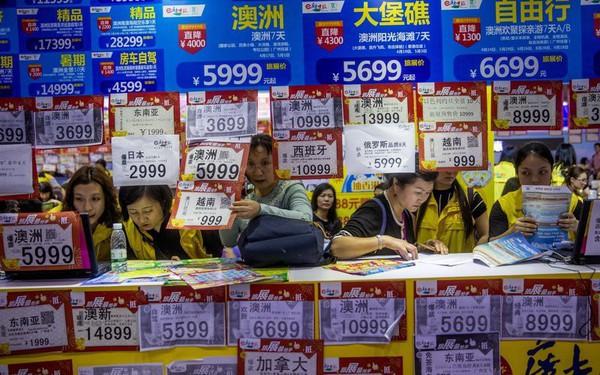 Vì sao nhiều người Trung Quốc bị cấm mua vé máy bay, tàu hỏa và xuất cảnh?