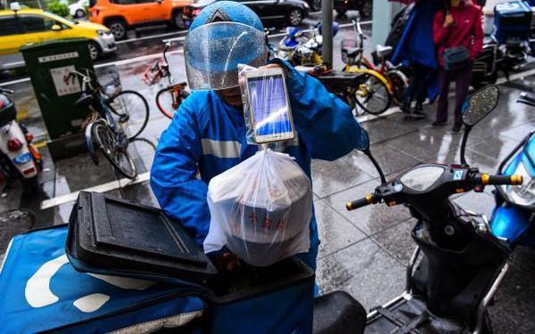 """Khốc liệt thị trường giao đồ ăn Trung Quốc: """"Đại ca"""" Meituan được Tencent chống lưng bị """"đàn em"""" Ele.me lăm le hất cẳng nhờ được Alibaba hậu thuẫn"""