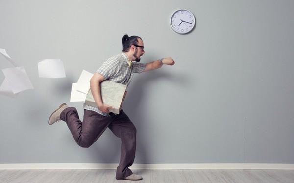 Điều thường xảy ra nhưng hiếm nhân viên để ý: Đã đi làm muộn, đừng chọc sếp nổi điên!