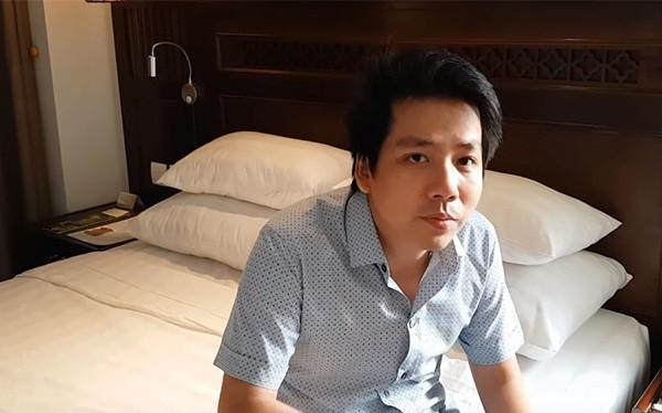 """Lần tái xuất mới nhất của Khoa Pug: Tự nhận đang """"trốn chui trốn lủi"""", không dám review khách sạn ở Hà Nội vì sợ bị... đấm"""