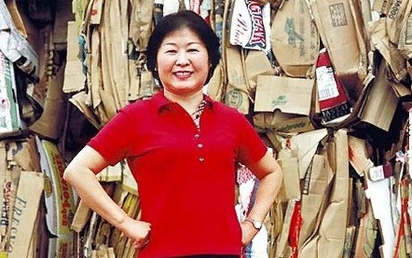 Chân dung 'nữ hoàng rác' Zhang Yin: Tự lái xe khắp các bãi tái chế để xin giấy vụn đến nữ tỷ phú tự thân đầu tiên tại Trung Quốc