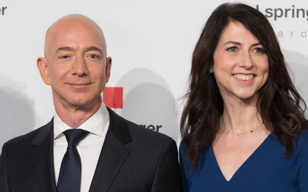 Sau vụ ly hôn đắt đỏ nhất thế giới, vợ chồng tỷ phú Amazon vẫn dành cho nhau những lời có cánh: Hết tình còn nghĩa là đây!