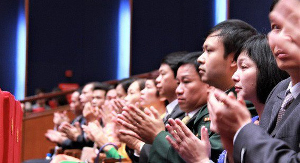 Nhiều trường đại học Việt Nam chạy đua khen thưởng cá nhân có nghiên cứu xuất sắc để giữ nhân tài nhưng vì sao giảng viên vẫn thờ ơ?