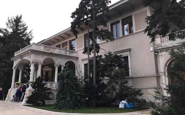 Du lịch thế giới có gì: Dinh thự nhà độc tài Ceausescu tại Cộng Hòa Romania thu hút du khách Việt