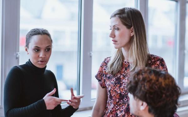 Dù thân đến mấy, bạn cũng đừng nên để bị 'vạ miệng' khi nói 20 điều sau với đồng nghiệp