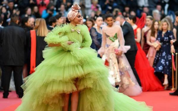 Mặt tối sau liên hoan phim Cannes: Từ thế yếu của phong trào #Metoo đến ngày hội trả lương lớn nhất năm của gái mại dâm cao cấp