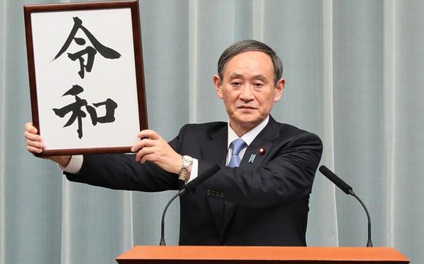 Yoshihide Suga: Từ con của người trồng dâu tây đến người có tầm ảnh hưởng tại chính trường Nhật Bản, ứng viên kế nhiệm thủ tướng Abe