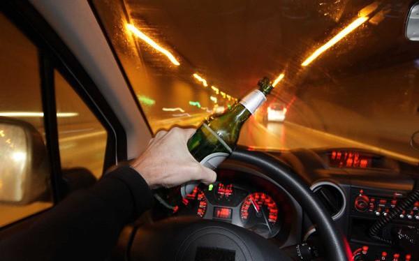 Một loạt hành vi nguy hiểm khi lái xe sắp bị tăng mức xử phạt: Uống rượu bia phạt đến 30 triệu đồng, tước bằng lái 1 năm, lùi xe trên cao tốc phạt 18 triệu đồng