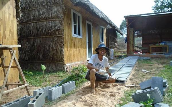 """Rời bỏ đô thị, chàng trai Sài Gòn ôm giấc mộng """"Cuộc sống đảo"""" mượn tiền bố mẹ ra Phú Quốc hoang dã xây hostel"""