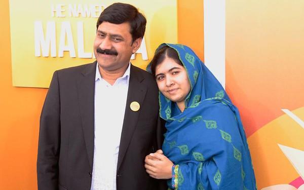 Cha của Malala, người trẻ tuổi nhất nhận Nobel hòa bình, chia sẻ cách nuôi dạy một đứa trẻ quả cảm và không bao giờ chùn bước