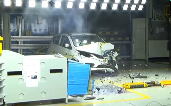 VinFast công bố video thử va chạm Fadil theo chuẩn ASEAN NCAP: Đây là những gì xảy ra với người trên xe khi tai nạn