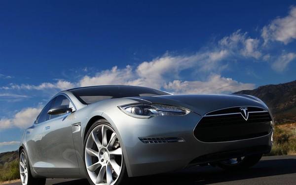 Hãy xem chừng: 'Trâu mộng' Tesla sắp quay lại đường đua