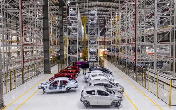 """Khám phá xưởng sơn """"sạch"""" nhất Việt Nam của VinFast, tự động hoá 95% với công suất hoàn thiện 38 ô tô/giờ"""