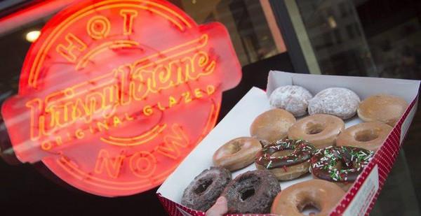 """Gần 90 năm bán mỗi bánh Donut – Krispy Kreme là minh chứng thép cho câu """"Gừng càng già càng cay"""""""