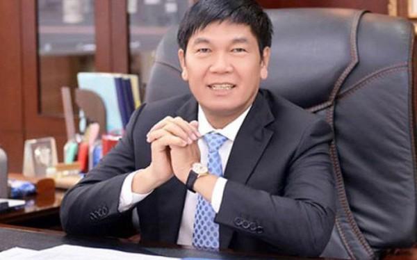 Kinh doanh khó khăn, cổ phiếu Hòa Phát liên tục giảm sâu, vợ chồng ông Trần Đình Long muốn chi 144 tỷ đồng mua vào để tăng tỷ lệ sở hữu