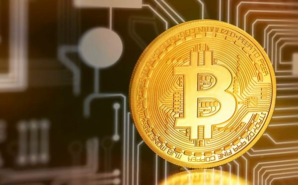 Giá tiền ảo 27.6: Bitcoin tăng điên đảo, áp sát đỉnh kỉ lục mới 14000$