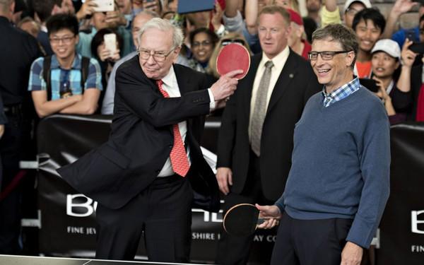 Mãi mãi là bao lâu? Nhìn tình bạn của Buffett và Gates là biết: Nói chuyện liên tục 11 tiếng, chơi thân với nhau gần 30 năm!