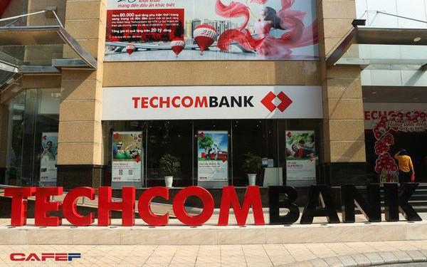 """""""Tự hào"""" cho vay mua nhà nhiều nhất thị trường, chính sách siết tín dụng BĐS sẽ ảnh hưởng thế nào tới doanh thu của Techcombank?"""