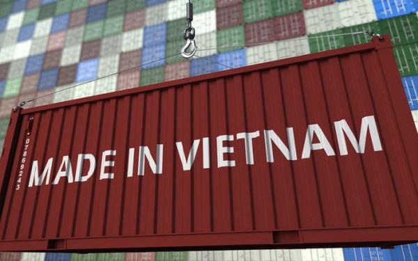 Forbes: Chuyển dịch sản xuất từ Trung Quốc sang Việt Nam còn nhiều rào cản, nguy cơ gian lận nhãn hiệu xuất xứ cao