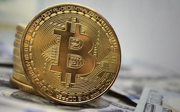 Giá tiền ảo 13.7: Ông Trump không tin Bitcoin, Mỹ chỉ có 1 đồng tiền là USD